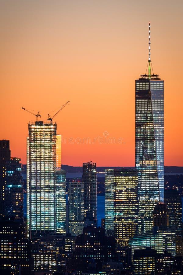 NEW YORK CITY, el 5 de noviembre de 2016: World Trade Center de Freedom Tower uno así como dos World Trade Center imagenes de archivo