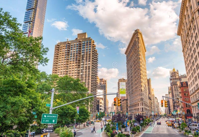 NEW YORK CITY - EM JUNHO DE 2013: Fachada da construção do ferro de passar roupa em Manhattan fotos de stock royalty free