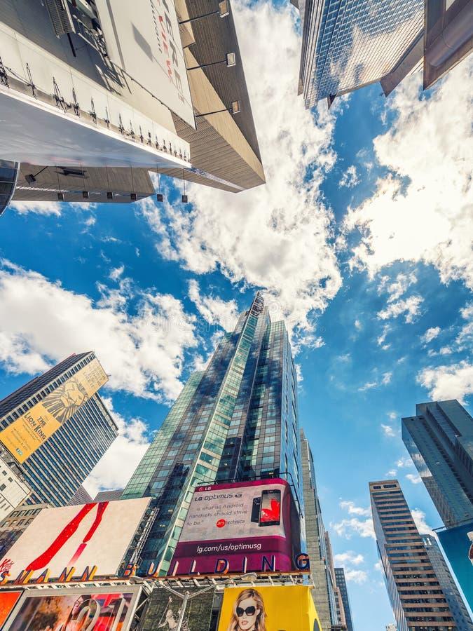 NEW YORK CITY - EM JUNHO DE 2013: Times Square, caracterizado com Broadway fotos de stock royalty free
