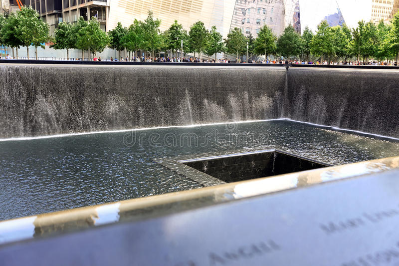 New York City, Etats-Unis - 14 août 2014 : 9/11 mémorial à point zéro, Manhattan, commémorant l'attaque terroriste du 11 septembr photos stock