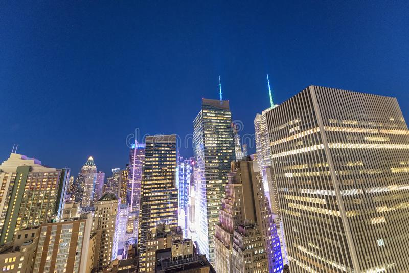 New York City, Etats-Unis, vue aérienne la nuit au centre de Manhat photographie stock libre de droits