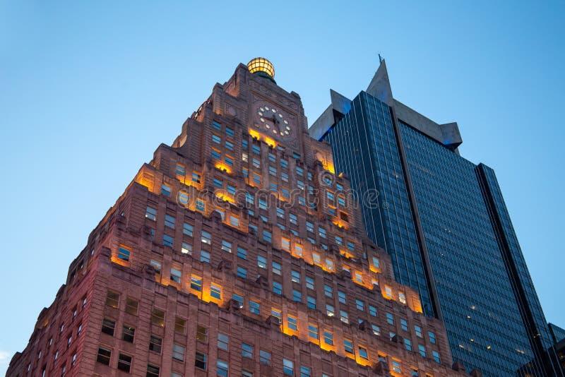 New York City/EUA - 13 de julho de 2018: Olhando acima a vista de Paramount fotografia de stock