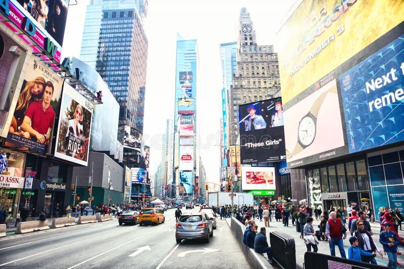 New York City Förenta staterna - November 2, 2017: Sikt för Manhattan ` s av den 7th avenyn nära Time Square arkivbilder