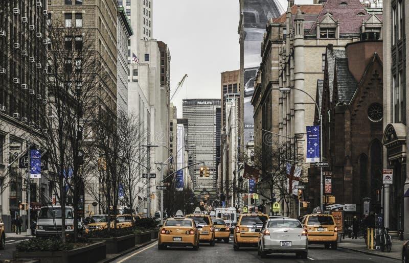 New York City - Fahrerhäuser u. Straßen-Ansicht lizenzfreie stockfotografie