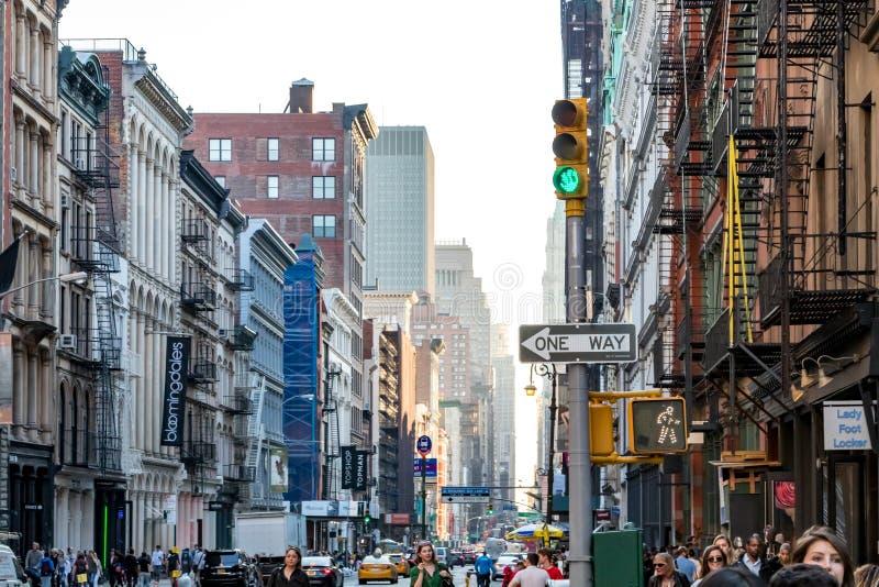 New York City 2018: Interseção da rua de Broadway e de mola imagem de stock royalty free