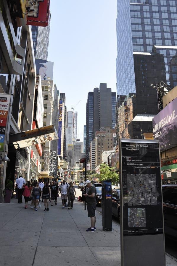 New York City, am 2. Juli: Times Square auf Tageszeit in Midtown Manhattan von New York City in Vereinigten Staaten stockbilder