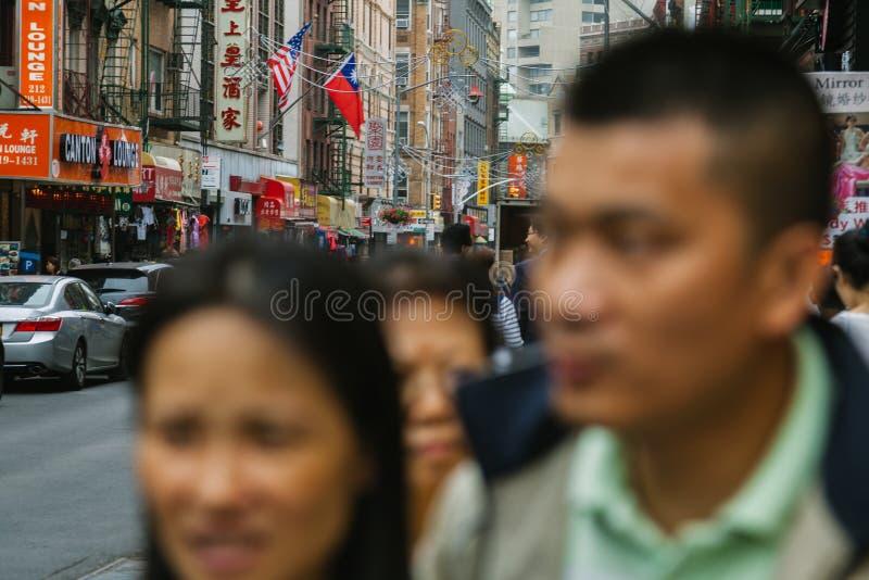 NEW YORK CITY - JUNI 16: Kineskvarter med en beräknad befolkning royaltyfri fotografi