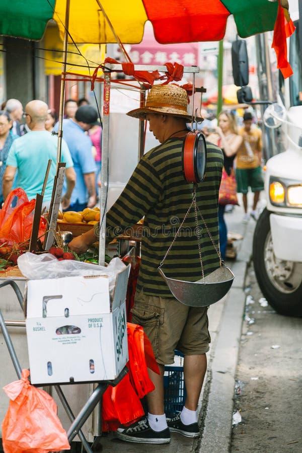 NEW YORK CITY - JUNI 16: Kineskvarter med en beräknad befolkning arkivbilder