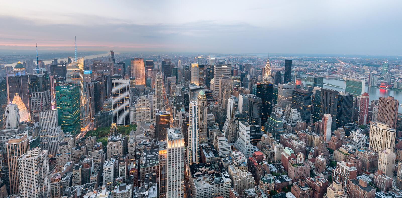 NEW YORK CITY - JUNI 2013: Panoramablick von Manhattan, Luftv lizenzfreies stockbild