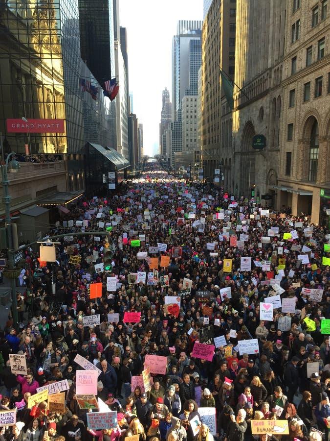 New York City kvinnor marscherar royaltyfri bild