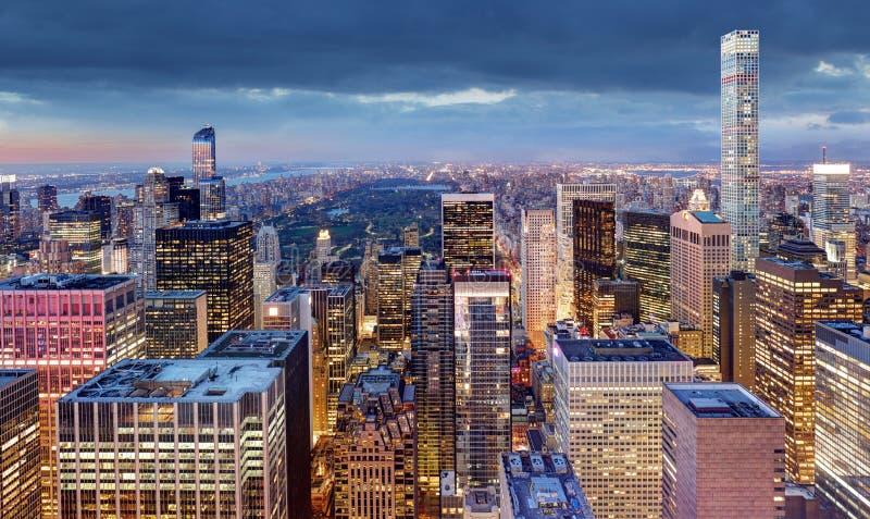 New York City la nuit, Etats-Unis photographie stock libre de droits