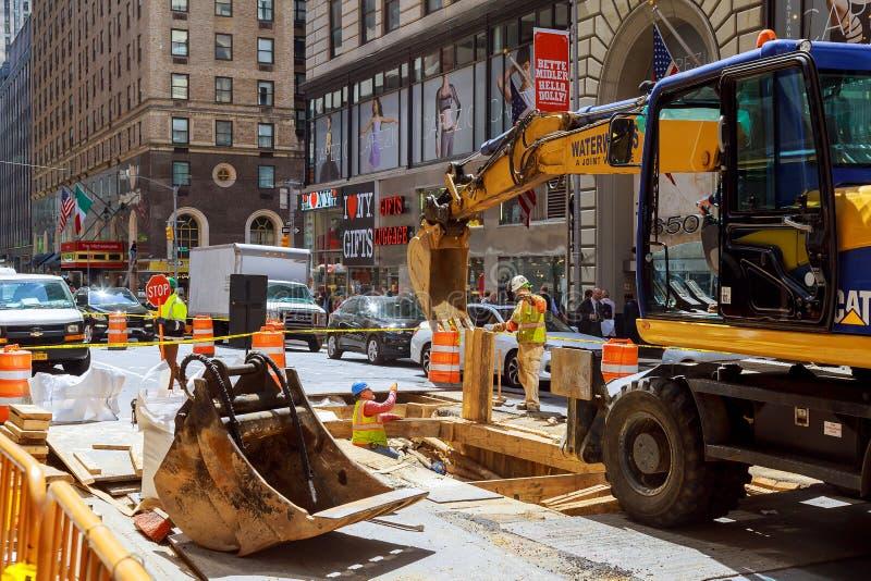 NEW YORK CITY, LOS E.E.U.U. - 04, 2017: Obras viales en construcción de carreteras de Manhattan, New York City fotos de archivo libres de regalías