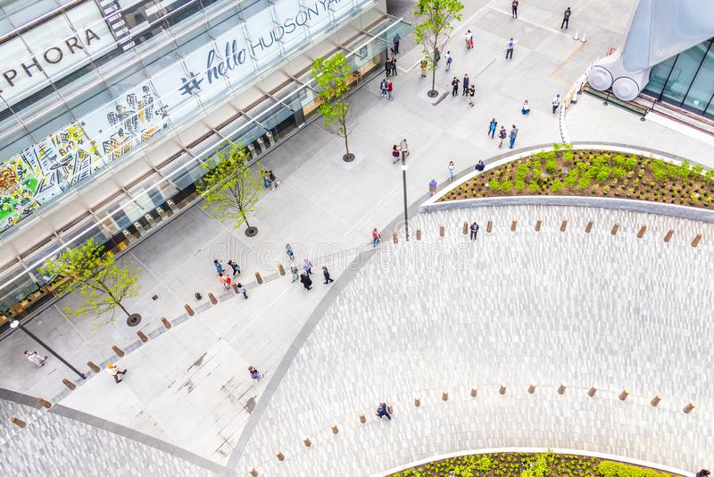 New York City, los E.E.U.U. - 17 de mayo de 2019: Vista superior a?rea del cuadrado cerca de la alameda de Hudson Yards con la ge imágenes de archivo libres de regalías