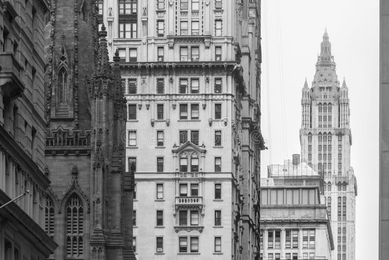 New York City Lower Manhattan, skyskrapor på den Broadway gatan royaltyfri foto