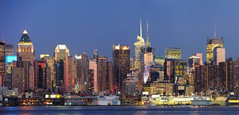 New York City Manhattan an der Dämmerung stockfotografie