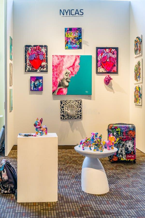 New York City Manhattan, Förenta staterna - April 7, 2019 Artexpo New York, modern och samtida konstshow, pir 90 NYC arkivbild