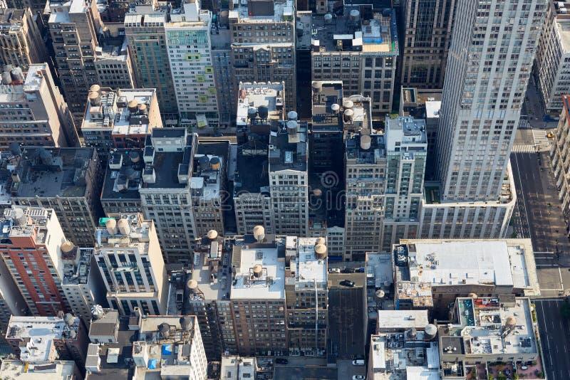 New York City Manhattan flyg- sikt med byggnadstakblast arkivfoton