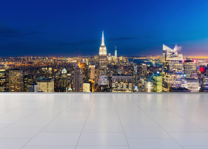 New York City Manhattan i stadens centrum horisont med tegelplattadurken, USA r arkivfoto