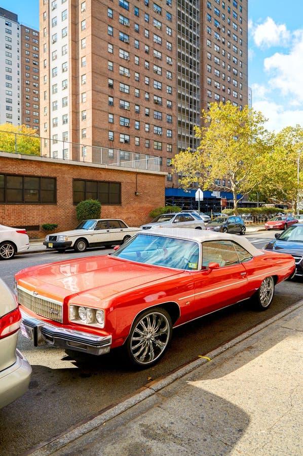 NEW YORK CITY, MANHATTAN, OCT, 25, 2013: Los edificios de las pantallas de las luces del Times Square de NYC forman arquitectura  fotografía de archivo libre de regalías