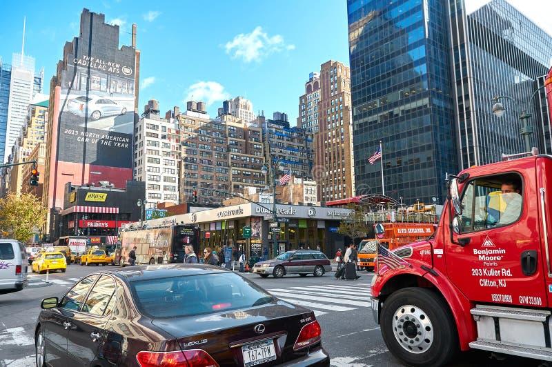NEW YORK CITY, MANHATTAN, OKT, 25, 2013: Ansicht über Verwaltungsgebäude- und Bürowolkenkratzer New York City Wall Street NYC tra stockfotos