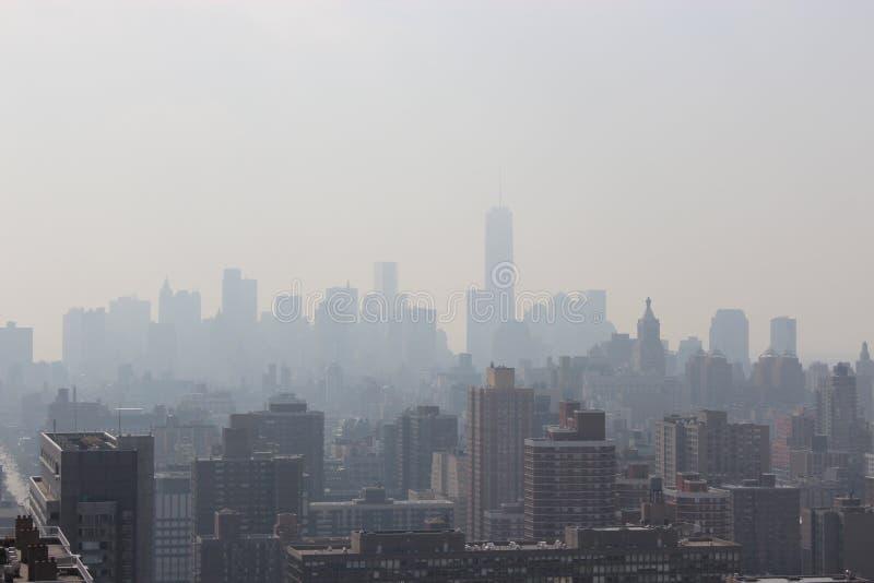 New York City morgon i en mist arkivfoto