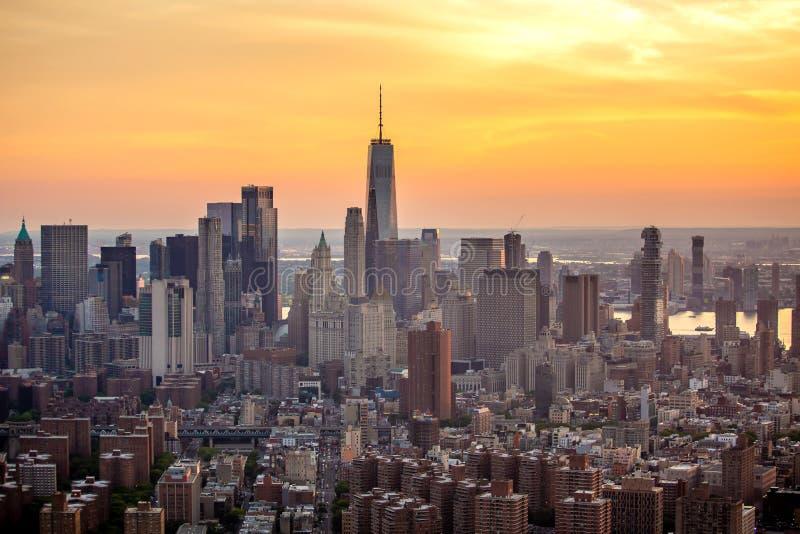 New York City na opinião aérea do por do sol foto de stock