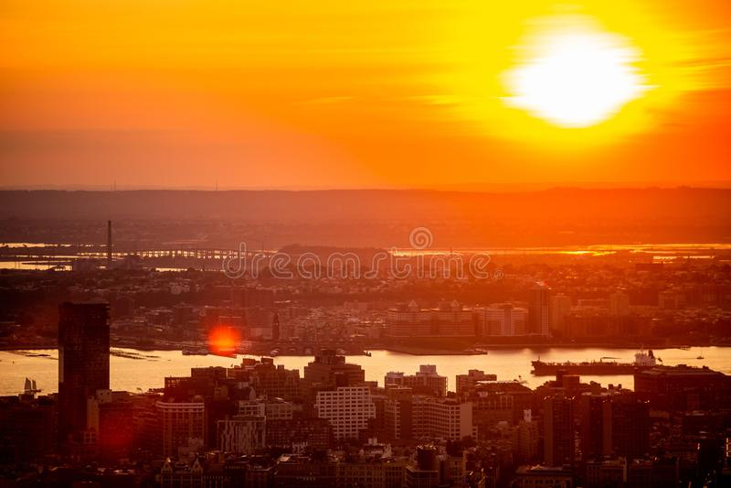 New York City na opinião aérea do por do sol imagem de stock royalty free