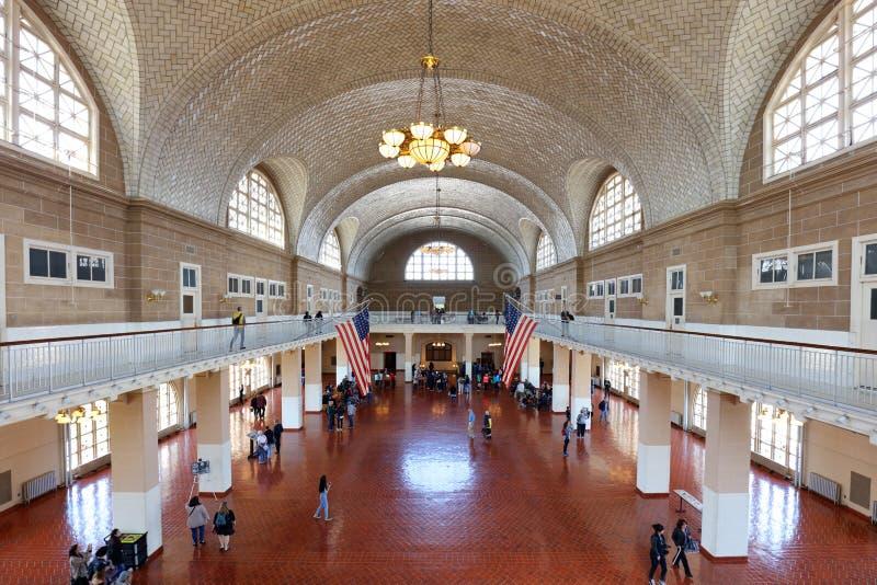 NEW YORK CITY, NY, USA - APR 14: Ellis Island was de toegangspoort voor miljoenen immigranten naar de Verenigde Staten van 1892 t royalty-vrije stock afbeelding