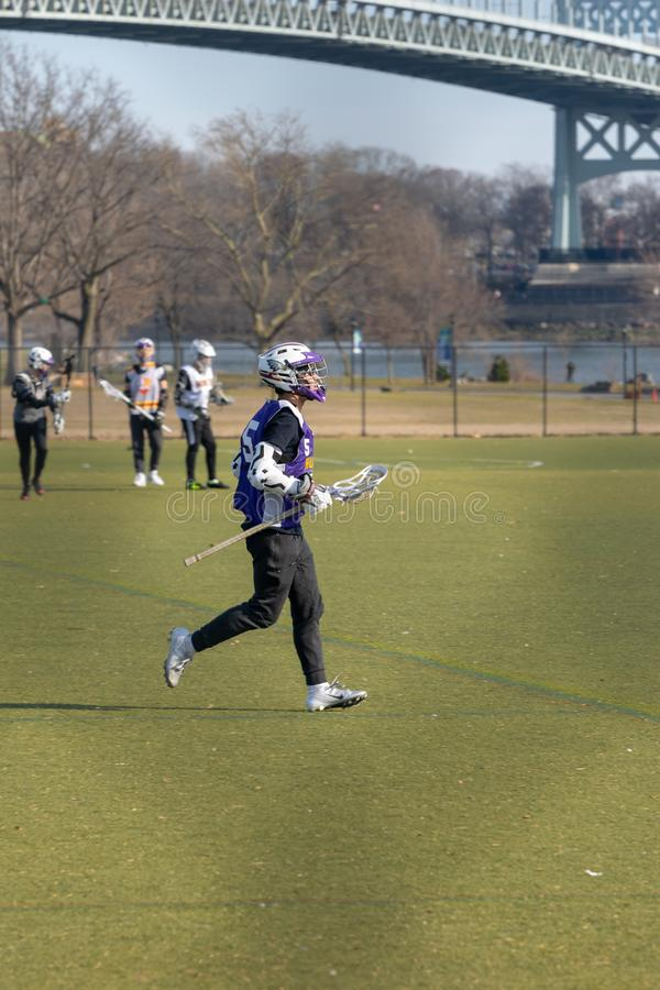 New York City, NY/USA - 3/19/2019: Equipo de LaCrosse durante práctica en la isla de Randall imagen de archivo