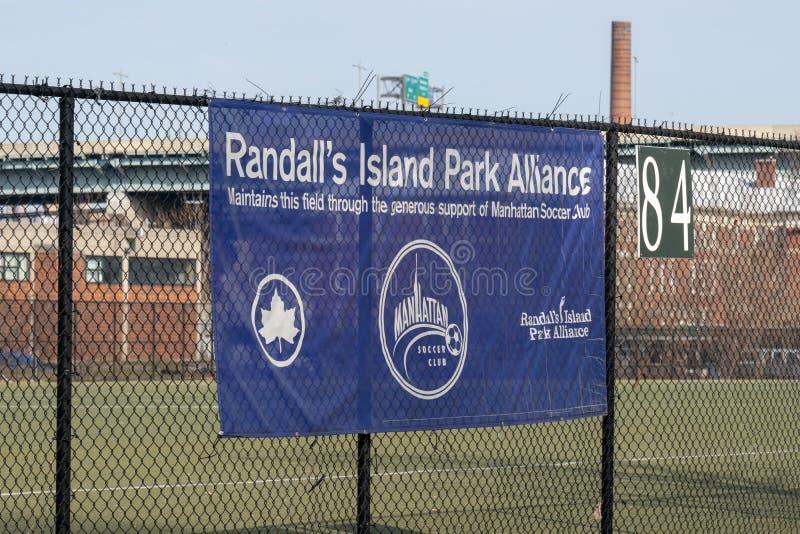 New York City, NY/USA - 3/19/2019 : La bannière d'Alliance de parc de l'île du Randall photos stock