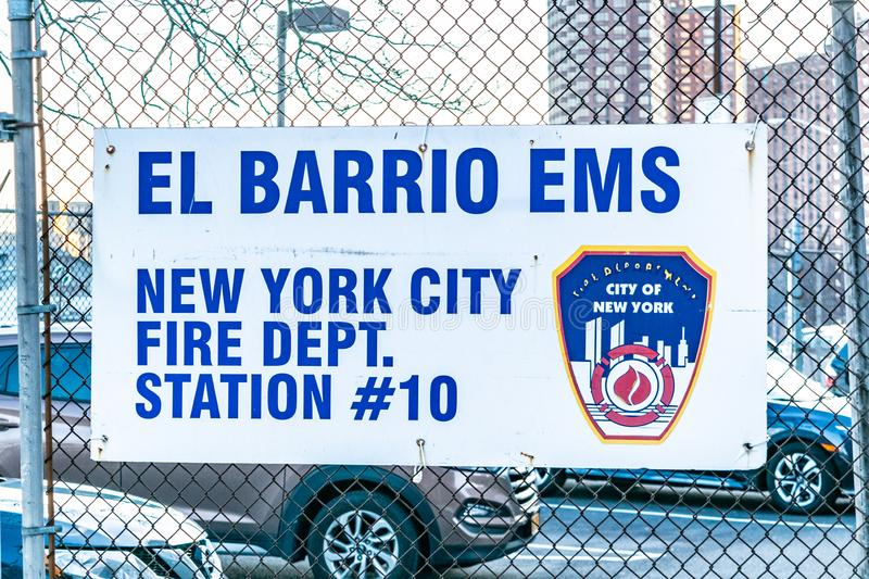 New York City NY/USA - 01/24/2019: Närbild av El-barrioen EMS, brandstationstation #10 i Upper Manhattan royaltyfria bilder