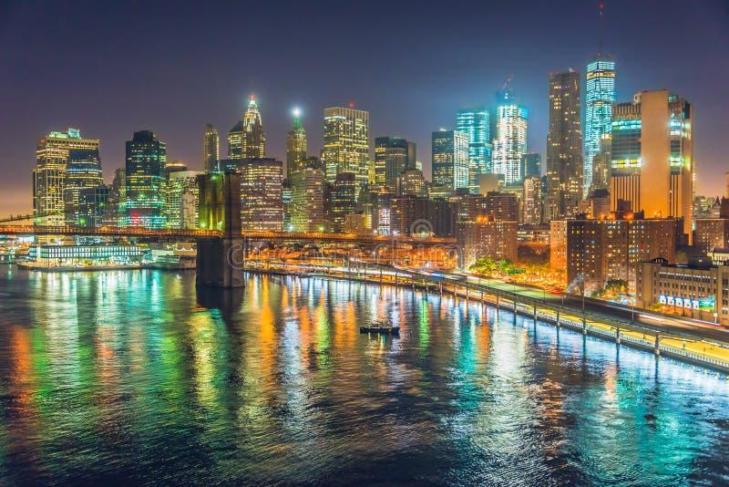 New York City på natten, Manhattan fotografering för bildbyråer