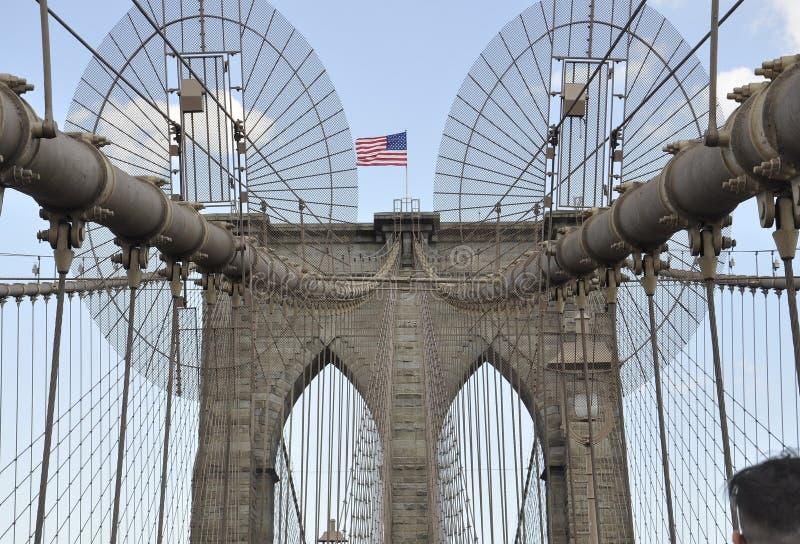 New York City 3rd Juli: Detaljer för Brooklyn bro över East River av Manhattan från New York City i Förenta staterna arkivbild