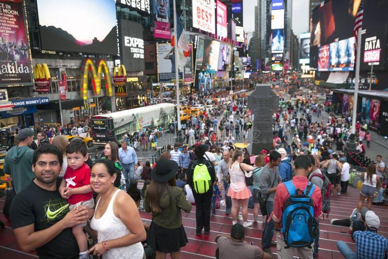 New York City, am 12. September 2015: Menge auf duffy Quadrat in New York lizenzfreies stockbild