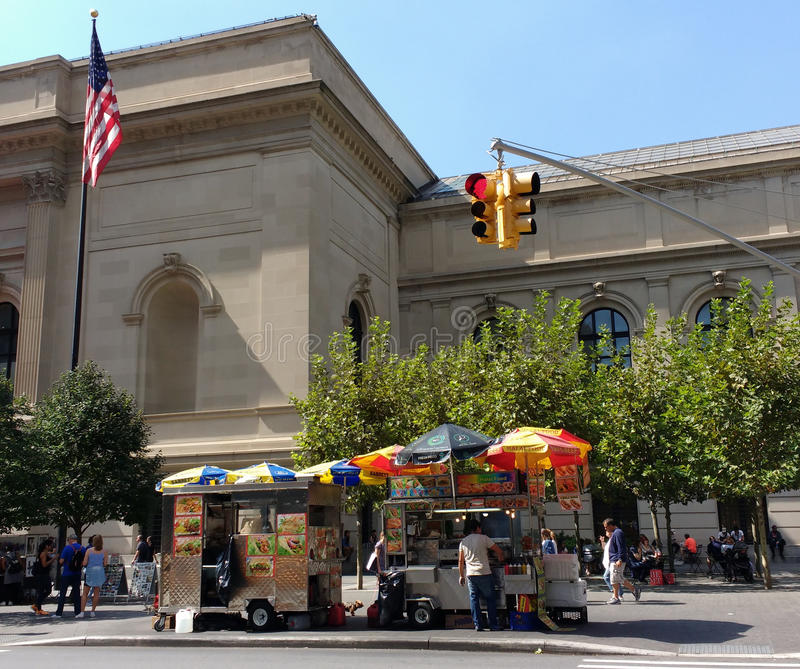 New York City Street Food Vendors on 5th Avenue, People Near the Metropolitan Museum of Art, the Met, Manhattan, NYC, NY, USA royalty free stock images