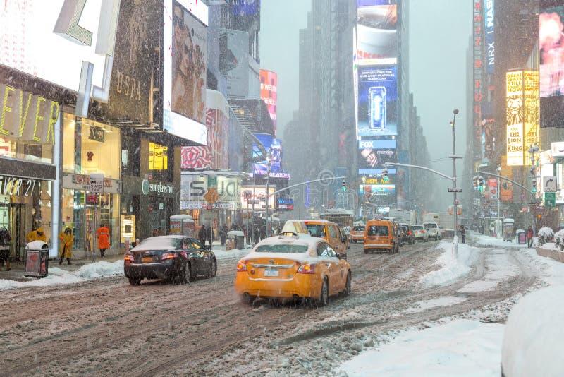 New York City Times Square i snövinter arkivbild