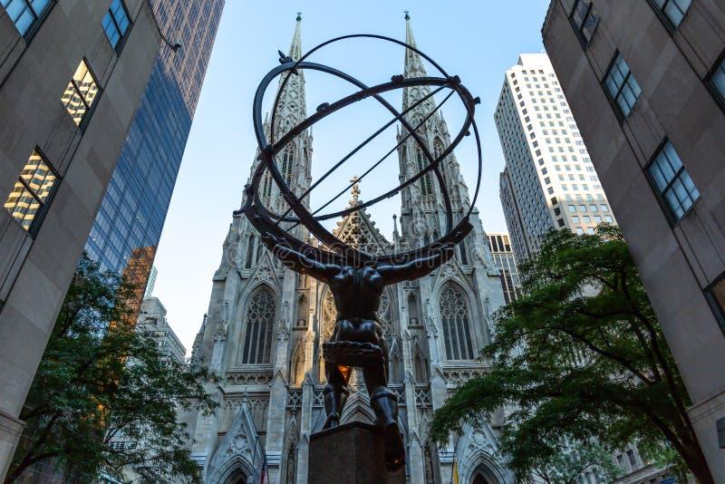 New York City/USA - 19. Juli 2018: St- Patrick` s Kathedrale und S lizenzfreie stockfotografie