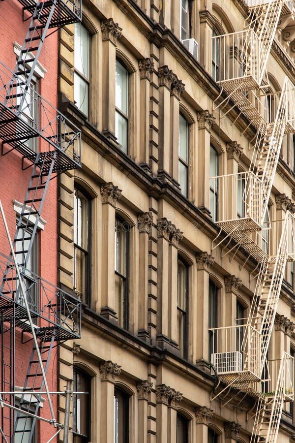 New York City/USA - JUNI 27 2018: Gammal färgrik klassisk byggnad royaltyfri fotografi