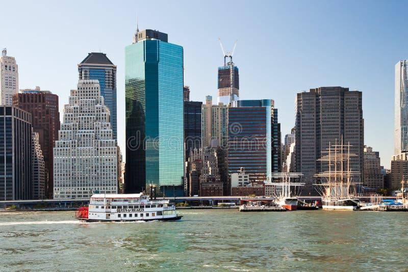 NEW YORK CITY, USA - Schaufelrad-Königin des Herzdampfschiffs
