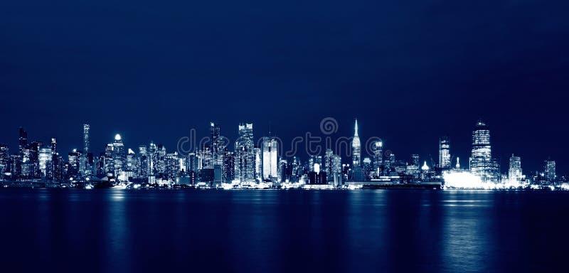 New- York Cityskyline nachts, USA lizenzfreie stockfotos