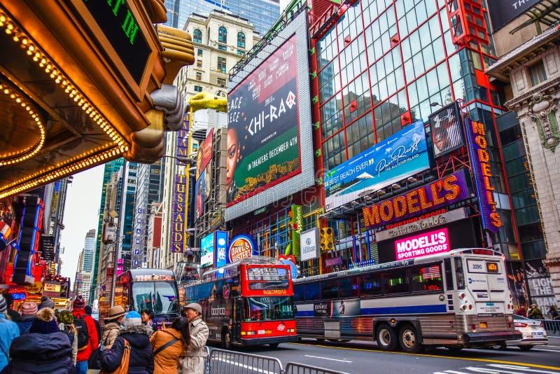 New York, de V De Times Square bouw en verkeer in de avond in Uit het stadscentrum Manhattan royalty-vrije stock afbeeldingen
