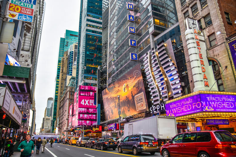 New York, de V De Times Square bouw en verkeer in de avond in Uit het stadscentrum Manhattan stock foto
