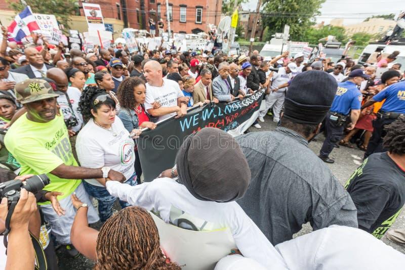 NEW YORK, DE V.S. - 23 AUGUSTUS, 2014: Duizenden maart in Staten Islan stock fotografie