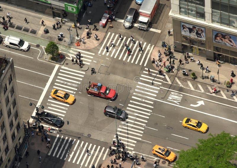New York, de V.S. - 8 Juni, 2018: De hoogste mening bij de auto's gaat door Th stock afbeeldingen
