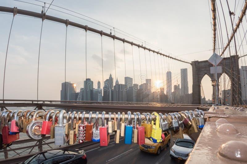 NEW YORK - de V.S. - JUNI, 12 2015 liefdekasten op de brug van Manhattan royalty-vrije stock foto