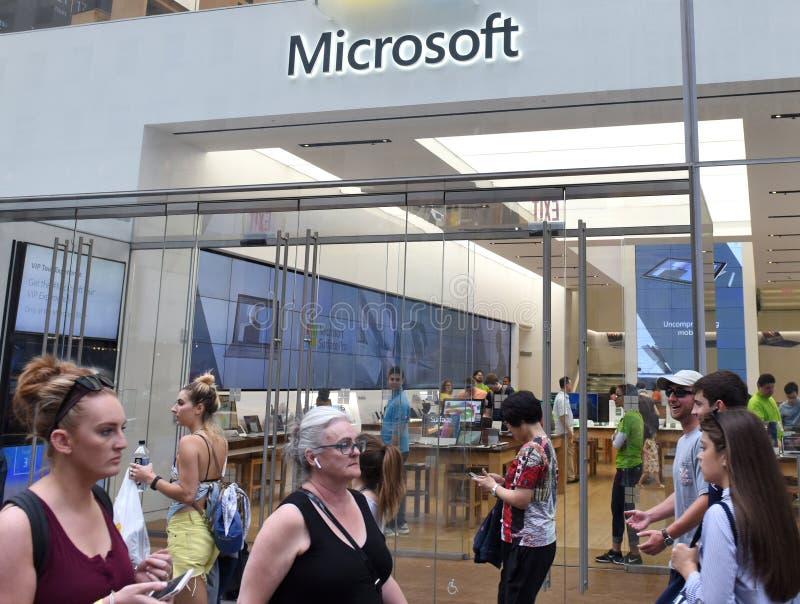 New York, de V.S. - 9 Juni, 2018: Microsoft-opslag op Fifth Avenue binnen royalty-vrije stock fotografie
