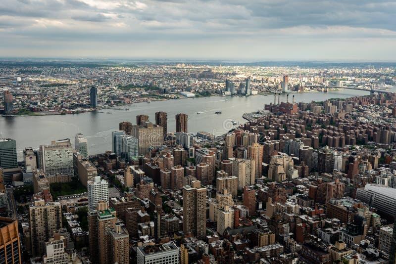 New York, de V.S. - 6 Juni, 2019: De Stad van New York Prachtig panoramisch satellietbeeld van de Uit het stadscentrum Wolkenkrab stock foto