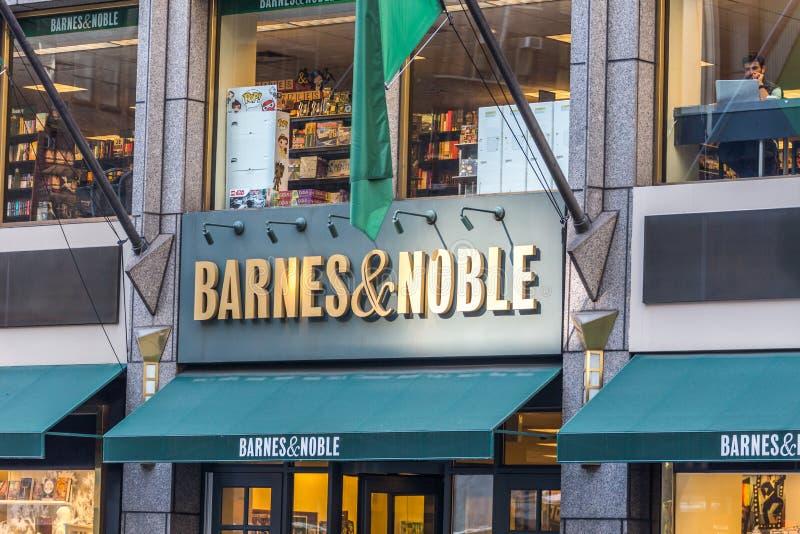 NEW YORK, DE V.S. - 17 MEI, 2019: Barnes en Edel Boekhandelteken in New York de V.S. boekhandelaar met het grootste aantal van stock foto