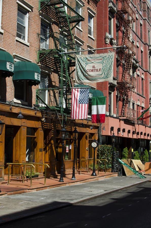 NEW YORK - de V.S. 12 September het Typische Italiaanse restaurant van 2016 binnen stock afbeeldingen