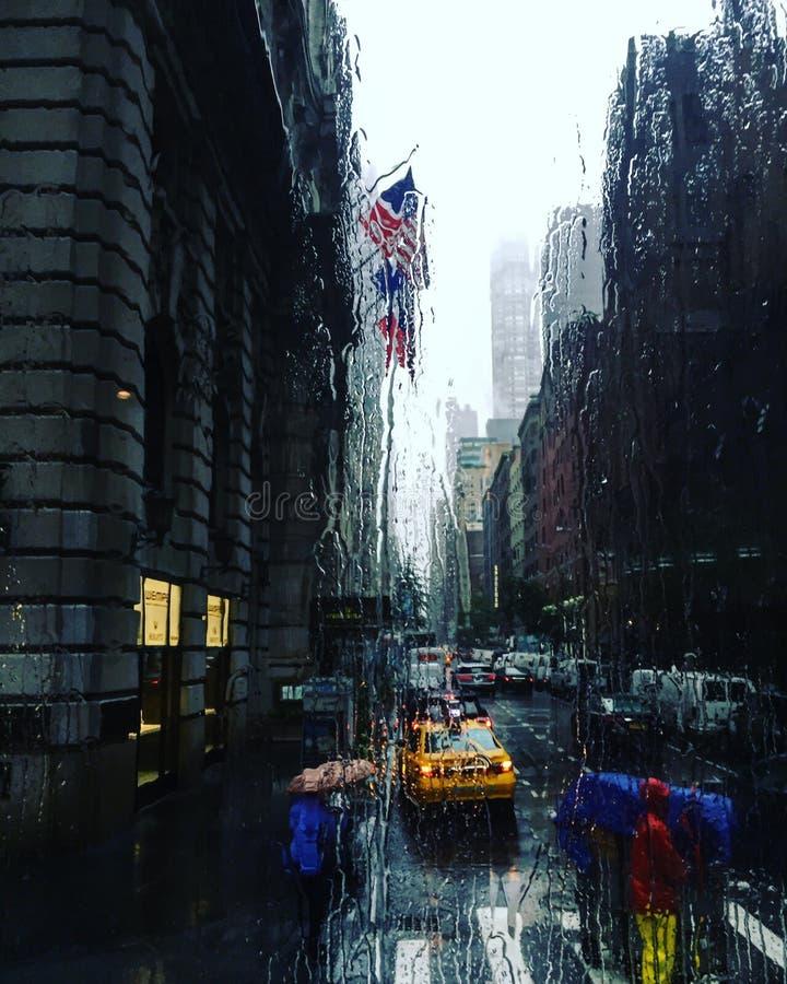 New York & x27; dia chuvoso de s imagens de stock